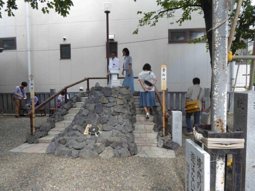 新造なった浅草富士