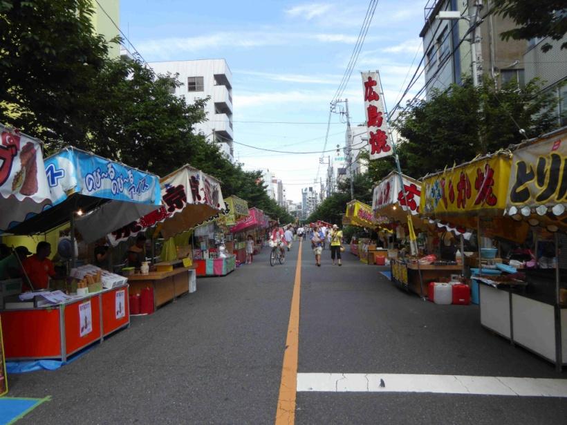 浅草お富士さんの植木市(縁日の賑い)