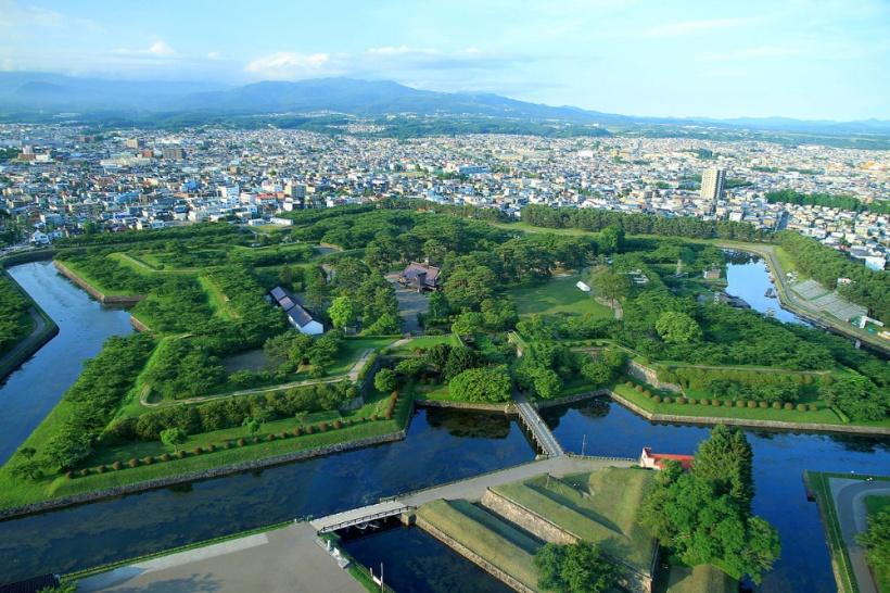 五稜郭タワーから望む五稜郭-京浜にけ氏撮影-wikipediaによる