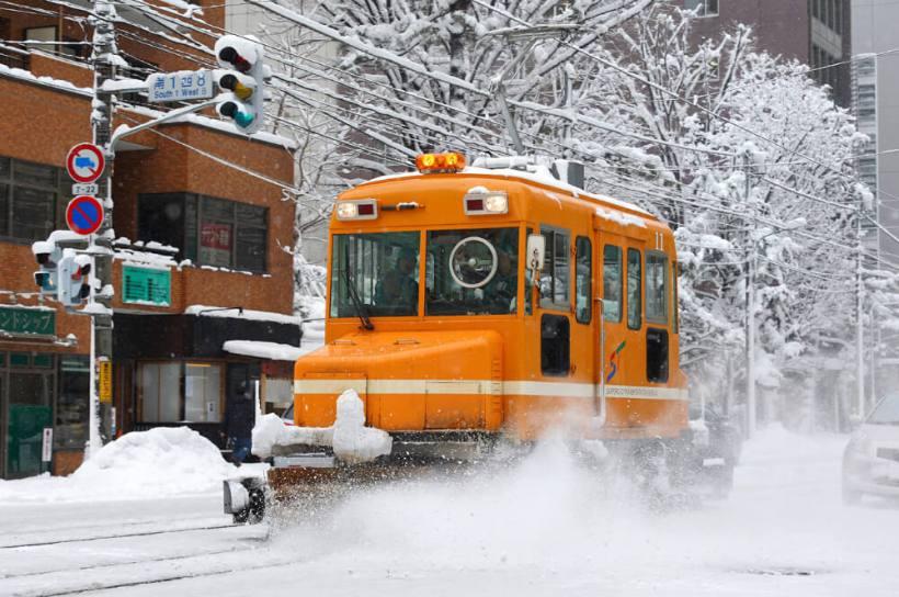 Tennen-Gas氏撮影-ササラ電車-札幌市交通局-雪11(2009年)wikipediaによる